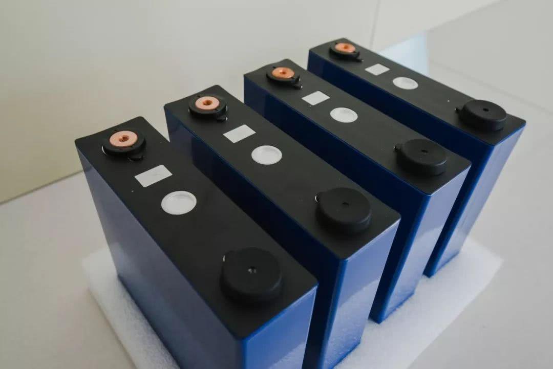 热像仪检测锂电池外观缺陷